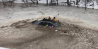 'I don't know how I did it': Mom saves daughter, 4, from sinking car after...