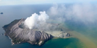 New Zealand volcano frequented by tourists erupts, kills at least 1